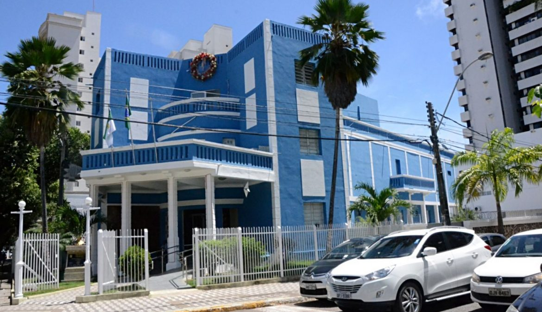 Entenda como uma ação judicial do PSOL pode reduzir super salário de vereadores de Natal