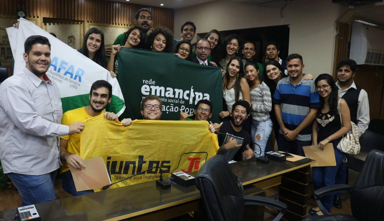 Estudantes são homenageados com Comenda Emmanuel Bezerra dos Santos