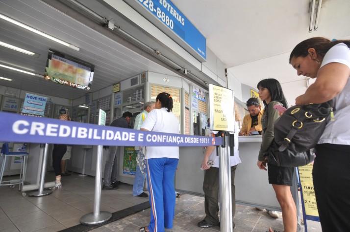 Prefeito Carlos Eduardo veta projeto que garante segurança durante funcionamento de agências lotéricas e correspondentes em Natal